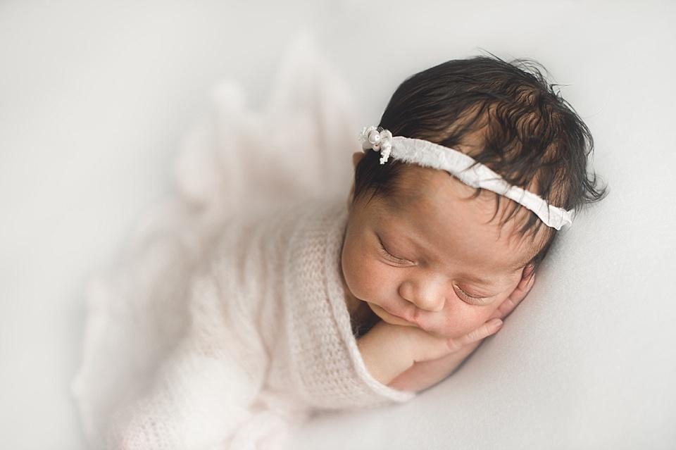Baby mit Stirnband