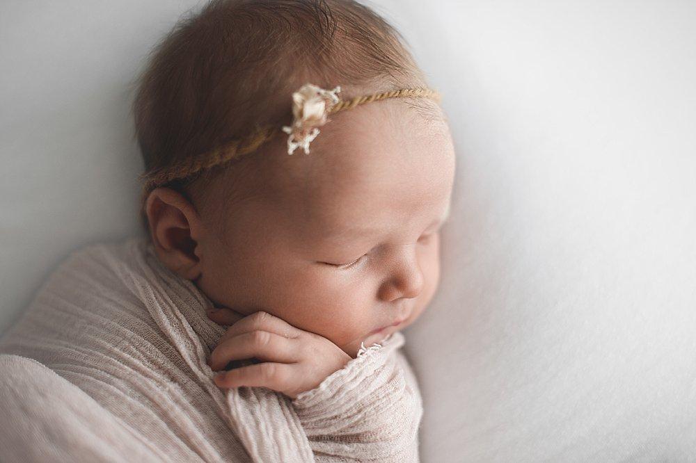 Süßes Baby schläft friedlich