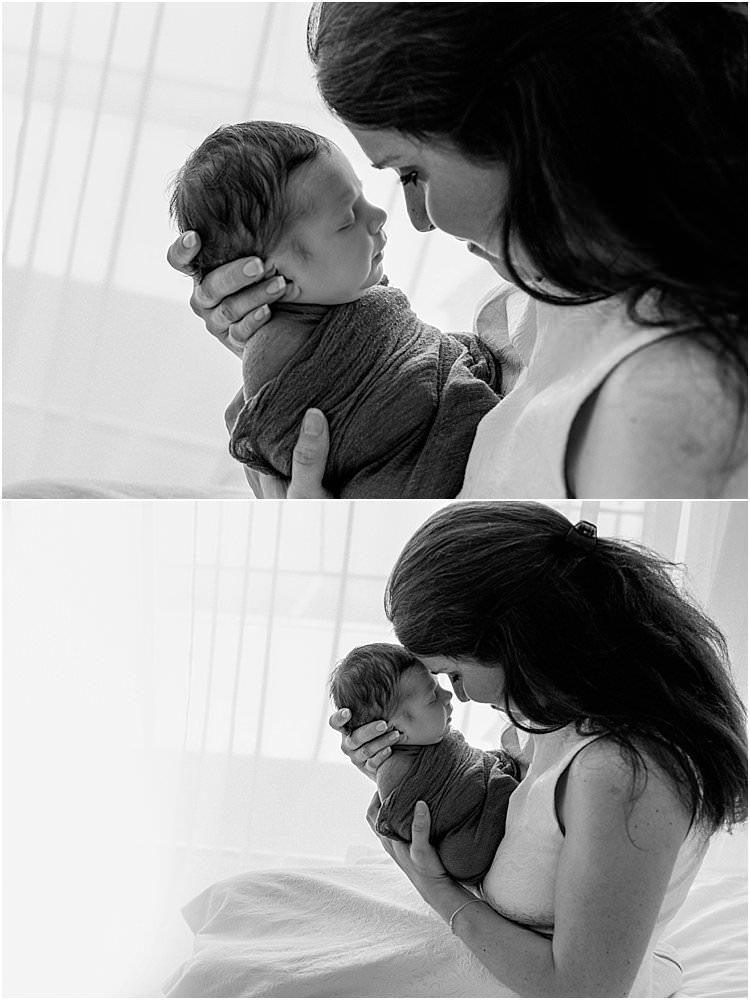 Frisch gebackene Mutter ist ihrem Sohn ganz nah - schwarzweiß