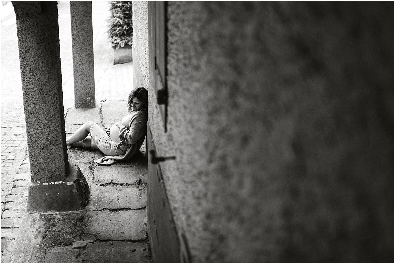 Natürliche Babybauchfotos, Babybauch Shooting Outdoor, Babybauch Shooting am See, Schwangerschaftsbilder natürlich, Schwangerschaftsbilder draussen, Fotograf Arbon, Fotograf Ostschweiz, Fotograf St. Gallen, Moderne Babybauchbilder, Zeitlose Babybauch