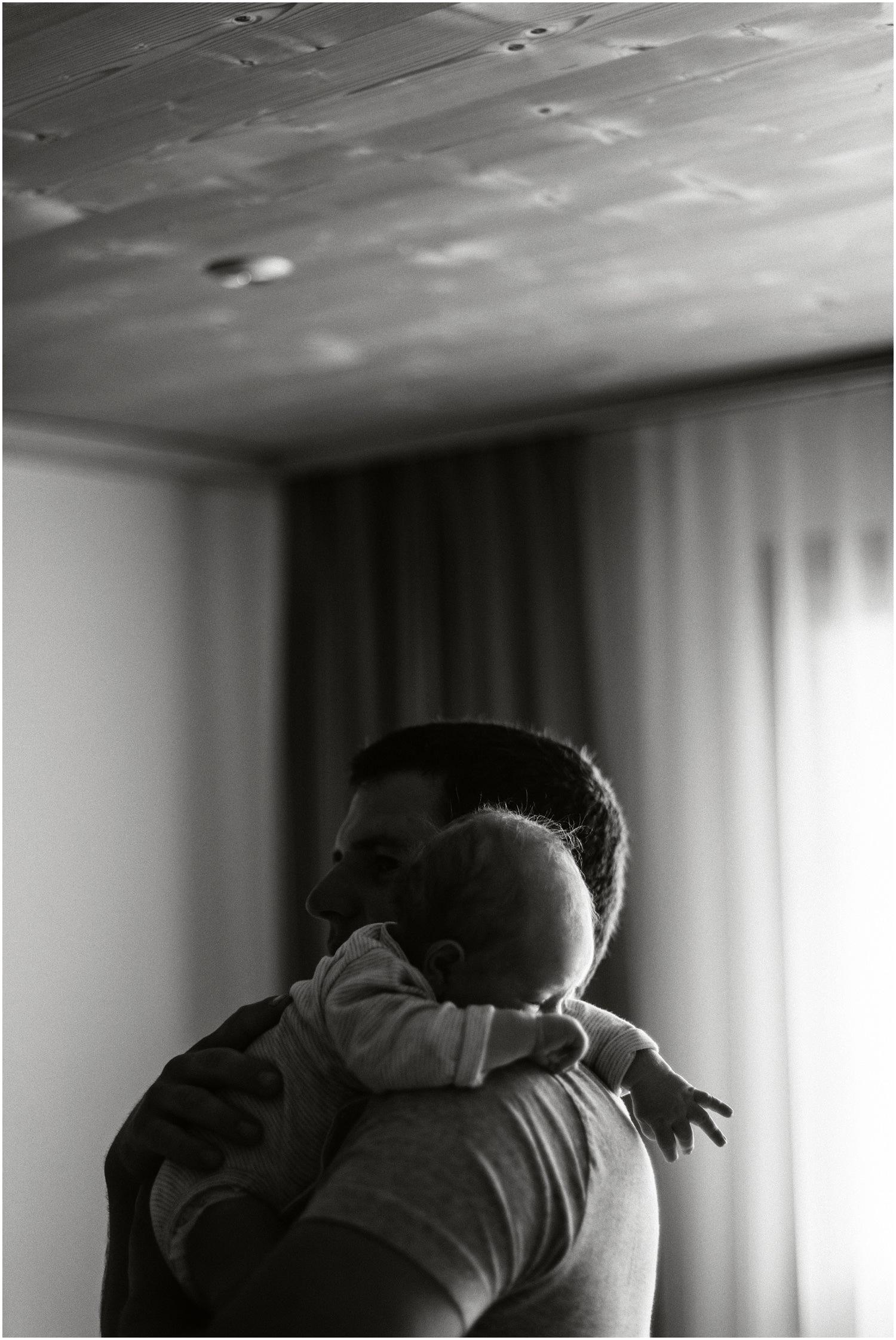 Lifestyle Newborn, Newborn Reportage, Newborn zuhause, Babyfotografie, Babyfotograf zuhause, Reportage Fotografie, Babyfotos Lifestyle, Babyfotos mal anders