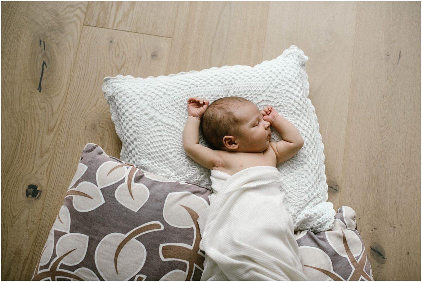 Homeshooting, Shooting zu Hause, Lifestyle Shooting, Babyshooting zu Hause, natürliche Babyfotografie, Reportage Shooting, Babybilder, Babyfotograf, Babyfotografin, Baby Fotograf Ostschweiz, Baby Fotos, Corinne Chollet