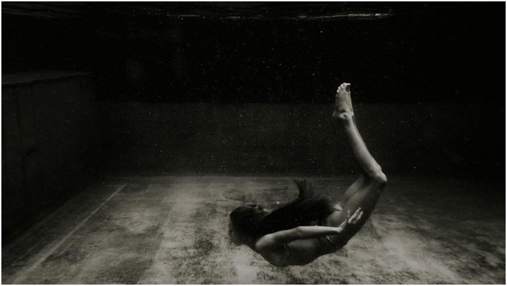 Unterwasserbilder, Bilder mal anders, Unterwater, Portrait unterwasser, Corinne Chollet, Fotograf Arbon, Fotograf Ostschweiz, Fotograf Schweiz