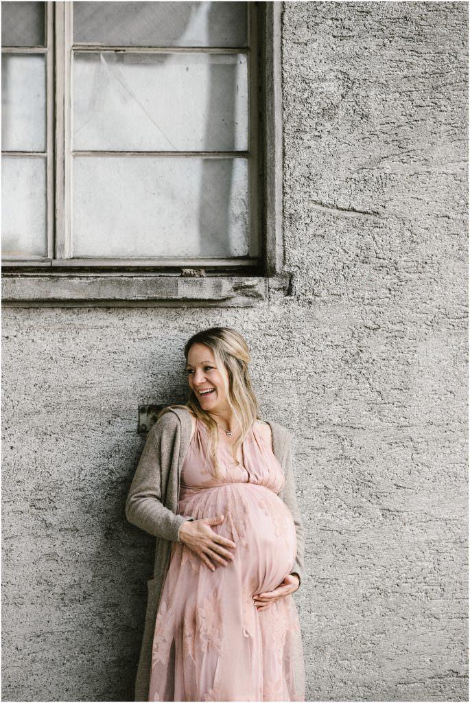 Babybauch, Bauchbauchfoto, Babybauchfotograf, Schwanger, Schwangerschaftsfotografie, Schwangerschaftsfotograf, Fotograf Babybauch, Natürliche Babybauch Bilder, Fotograf Arbon, Fotograf Ostschweiz